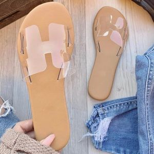 93b398972676c    PRICE IS FIRM   Clear flat sandals slides